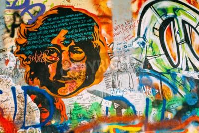Fototapete Prag, Tschechien - 10. Oktober 2014: Berühmte Ort in Prag - die John Lennon Wall. Wall ist mit John Lennon inspiriert Graffiti und Texte aus Beatles Songs gefüllt