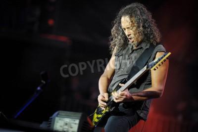 Fototapete PRAG, TSCHECHISCHE REPUBLIK - 7. Mai 2012: Gitarrist Kirk Hammett von Metallica Während einer Aufführung in Prag, Tschechische Republik, 7. Mai 2012.