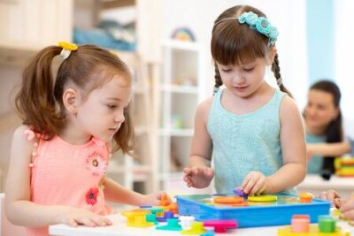 Fototapete Preschool kids learning shapes, early education and daycare concept
