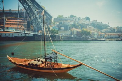 Fototapete Rabelo Boot, traditionelle Portwein Transport auf Douro Fluss.
