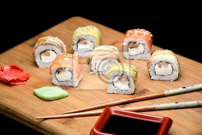 Rainbow Sushi Roll Mit Lachs Und Garnelen Fototapete Fototapeten