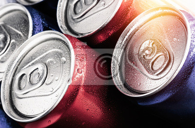 Fototapete Red and blue cans of soft drinks with water drops.