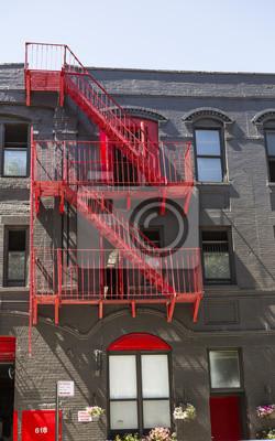 Red Fire entweicht auf einem Gebäude in Manhattan, New York City, NY, USA