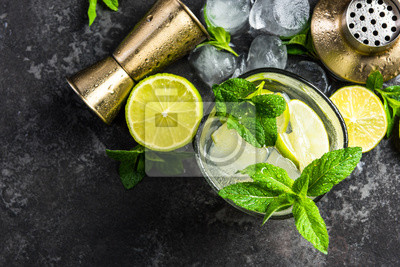 Fototapete Refreshing authentic cuban Mojito drink