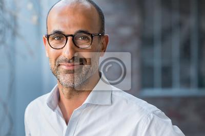 Fototapete Reife gemischte Rasse Mann lächelnd