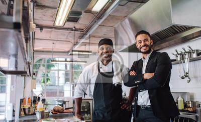 Fototapete Restaurantbesitzer mit Chef in der Küche