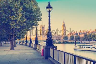 Fototapete Retro- Fotofilter-Effekt - Straßenlaterne auf Südufer von der Themse mit Big Ben und Palast von Westminster im Hintergrund, London, England, Großbritannien
