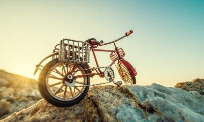 Fototapete Retro Spielzeug Fahrrad durch das Meer