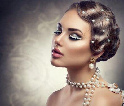 Fototapete Retro Stil Schminke mit Perlen. Schöne junge Frau Porträt