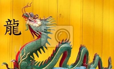 Riesiger chinesischer Drache im Wat Muang, Thailand