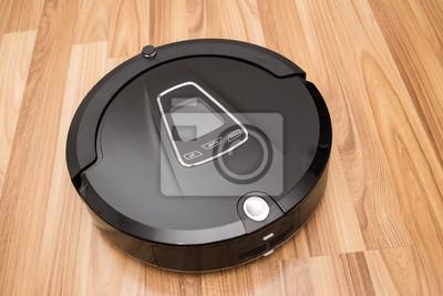 Roboter-Staubsauger auf Holz Parkettboden, Smart-Vakuum, neue Technologien automatisieren Hausarbeit.