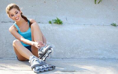 Fototapete Roller Mädchen, die auf den Stufen