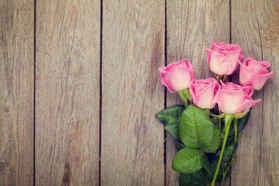 Fototapete Rosa Rosen-Bouquet über Holztisch