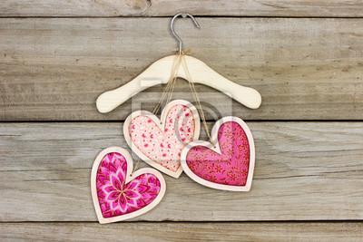 Rosa Stoff Herzen Hangen Kleiderbugel Mit Holzuntergrund Fototapete