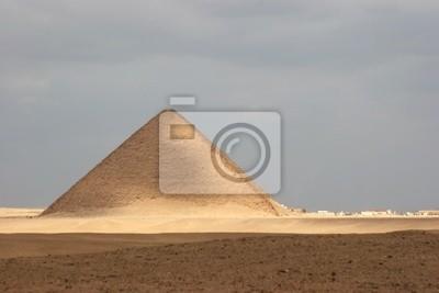 Rote Pyramide unter Piercing Sonnenschein in Dashur, Ägypten