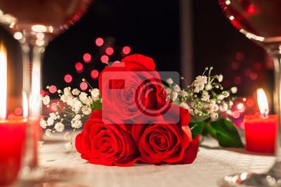 Rote Rosen Auf Einem Restaurant Tisch Romantisches Essen Und