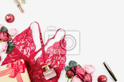 a52c8316ec9810 Fototapete: Rote spitzenwäsche der frauen mit giftbox, blumen, bilden  einzelteile