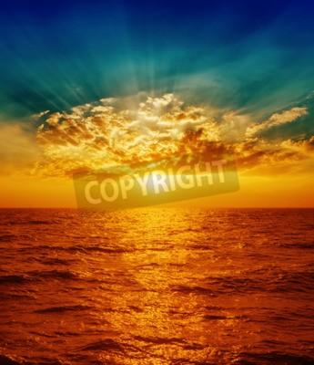Fototapete Roten Sonnenuntergang über Meer in den Wolken