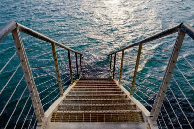 Fototapete Rusty Treppe zur Tiefsee