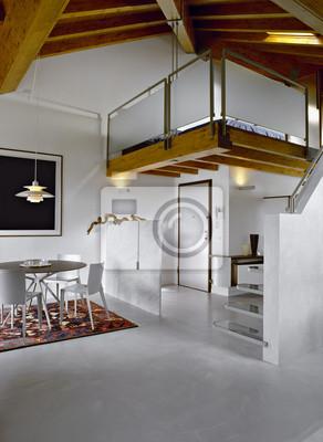 Sala da pranzo moderna in mansarda e nel letto soppalco ...