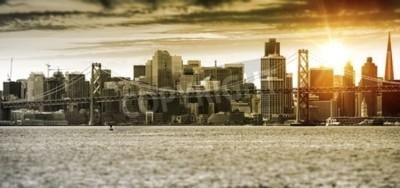 Fototapete San Francisco Sonnenuntergang Panorama mit Oakland Bay Bridge. Vereinigte Staaten.