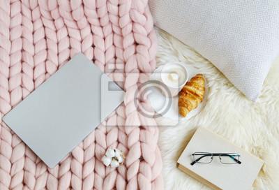 Fototapete Schale Mit Cappuccino, Rosa Pastellriesenplaid, Pelz,  Schlafzimmer, Morgenkonzept
