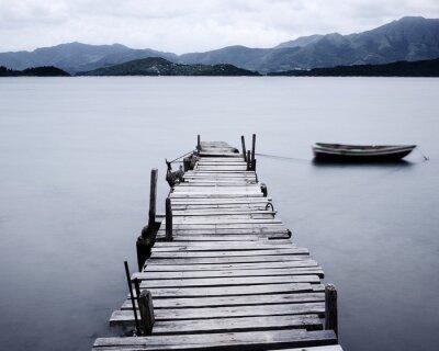Fototapete Schauen Sie auf Pier und Boot, niedrige Sättigung