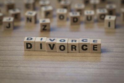 Scheidung in Holzwürfel geschrieben