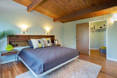 Schlafzimmer interieur mit holzdecke und dekorierten wandschrank fototapete fototapeten - Wandschrank schlafzimmer ...
