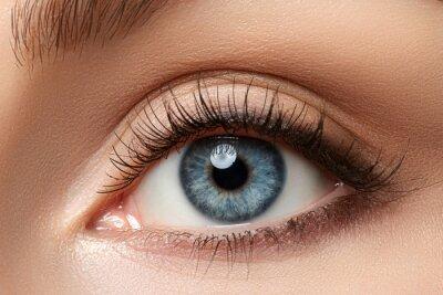 Fototapete Schließen Sie herauf Ansicht des schönen blauen weiblichen Auges