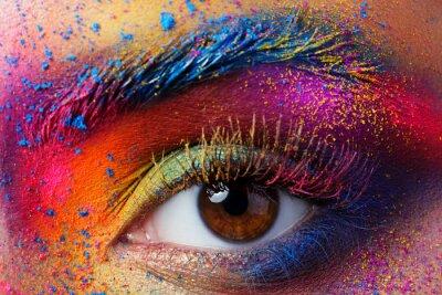 Fototapete Schließen Sie herauf Ansicht des weiblichen Auges mit heller mehrfarbiger Art und Weise mak