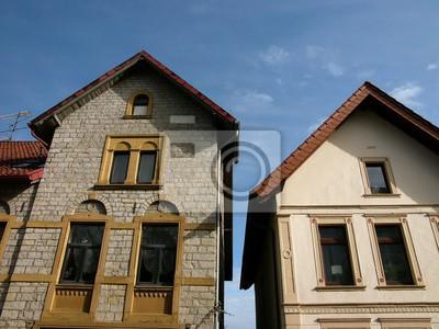 Schmale Häuser schmale alte häuser mit spitzen giebeln in der hauptstraße in