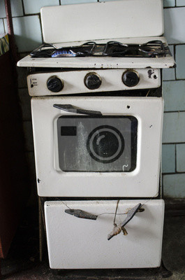 Schmutzige küche. unhygienische bedingungen. alter gasherd .in ...