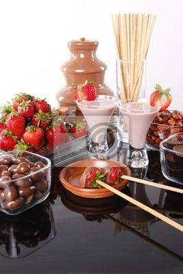 Schokoladencreme Schnaps und Erdbeer-Schokolade-Fondue