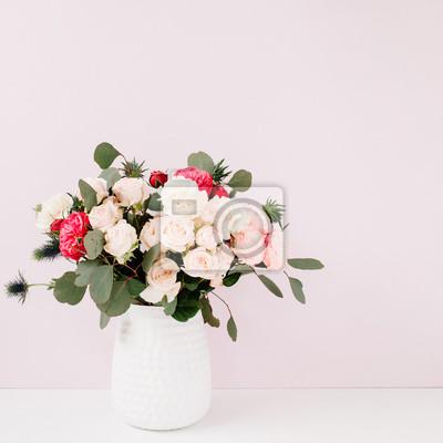Fototapete Schöne Blumen Blumenstrauß In Blumentopf Vor Blass Pastell Rosa  Wand. Floral Lifestyle Zusammensetzung.