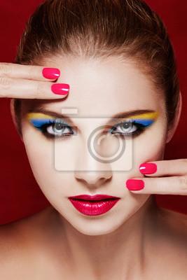 Schöne Bunte Make Up Perfekte Haut Rote Lippen Und Gepflegte