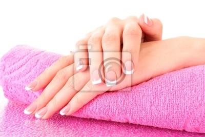 Schöne Frau Hände mit Französisch Maniküre auf rosa Hintergrund