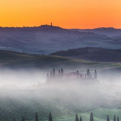 Fototapete Schöne Landschaft der Toskana bei Sonnenaufgang, Italien