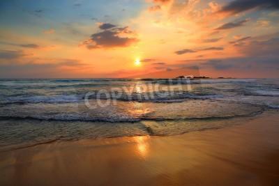 Fototapete Schöne Landschaft mit tropischen Meer Sonnenuntergang am Strand