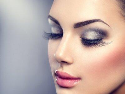 Fototapete Schöne Mode Luxus-Make-up. Lange Wimpern, perfekte Haut