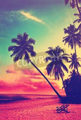 Fototapete Schöne tropische Strand mit Silhouetten von Palmen bei Sonnenuntergang