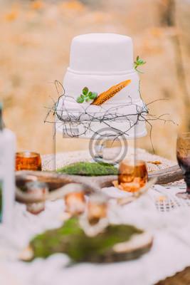Schone Und Naturliche Lavendel Hochzeitstorte Fototapete