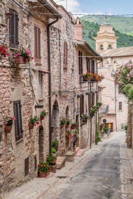 Fototapete Schöne verzierte Veranda in kleinen Stadt in Italien im Sommer, Umbrien