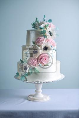 Schoner Drei Abgestufter Weisser Hochzeitskuchen Verziert Mit