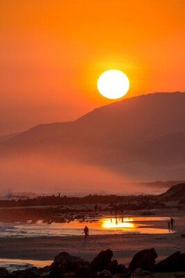 Fototapete Schöner Sonnenuntergang mit großer runder Sonne