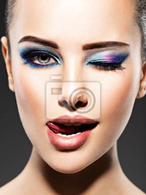 Schönes Gesicht Einer Jungen Frau Mit Blauen Make Up Der Augen