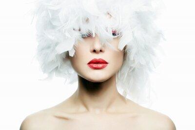 Fototapete Schönes Mädchen im Hut der weißen Federn. Bilden