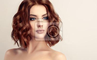 Schönes Modell Mädchen Mit Kurzen Haaren Frau Mit Roten Lockigen
