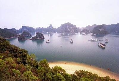 Fototapete Schönes Panorama der berühmten Halong Bucht