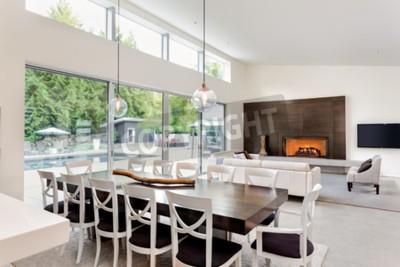 Schones Wohnzimmer Und Esszimmer Mit Kamin Und Blick Auf Terrasse